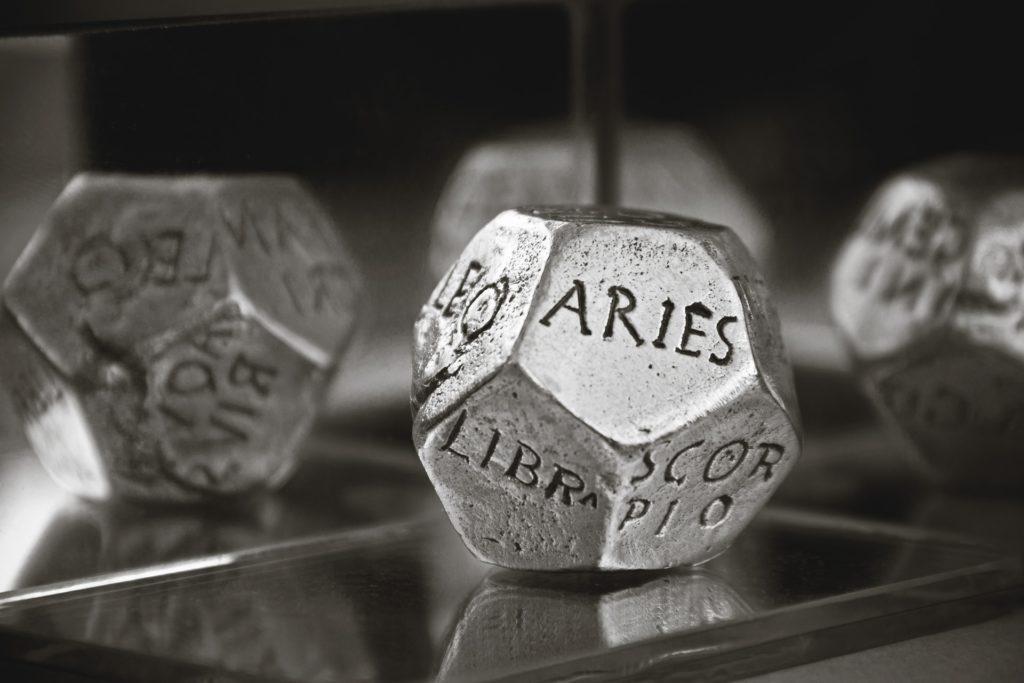 photo de dés astrologiques